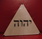 Triangolo con scritta ebraica
